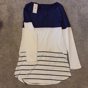 Tops - Adorable silky tunic shirt